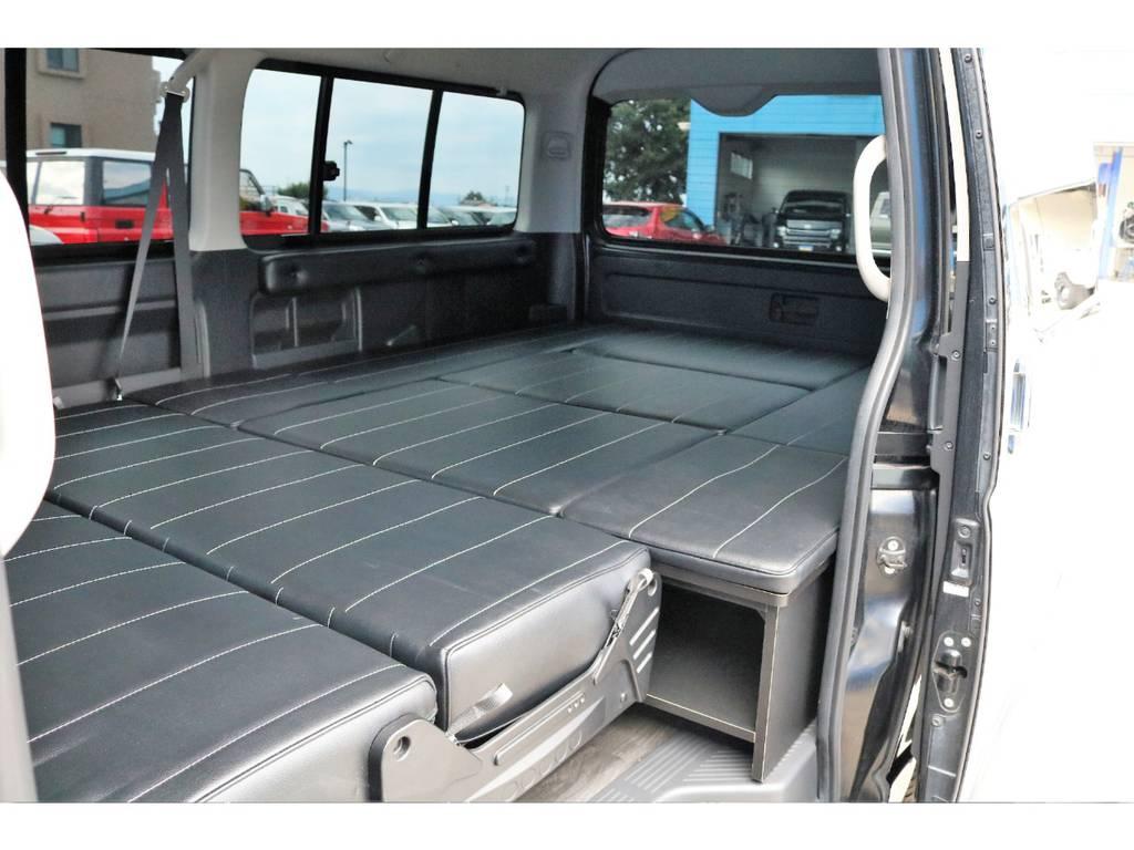 フルフラットも可能☆ | トヨタ ハイエース 2.7 GL ロング ミドルルーフ 内装架装二の字ベット