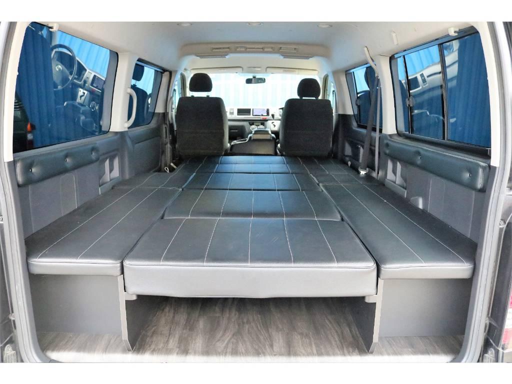 フルフラットは広々空間☆ | トヨタ ハイエース 2.7 GL ロング ミドルルーフ 内装架装二の字ベット