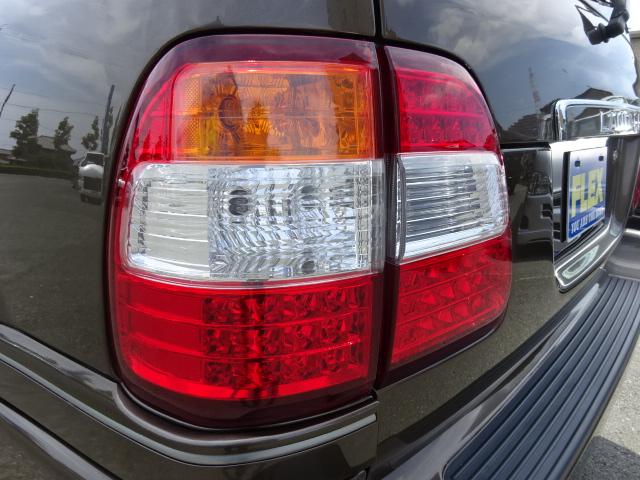 お写真よりも現車の方がボディカラーが綺麗に見えます。気になる方は是非ご来店頂きたいです!   トヨタ ランドクルーザー100 4.7 VXリミテッド 4WD セパンブロンズオールP 新品22AW