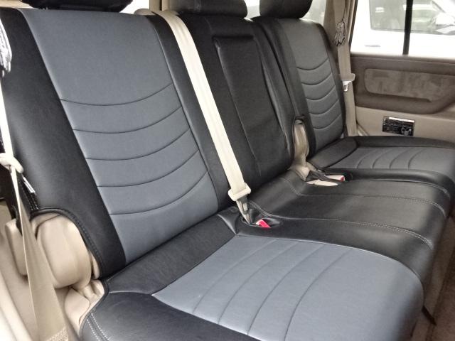 2列目シートも大人がゆったりと座れるスペースがございます。ファミリーカーとしてもお使いになれますね。   トヨタ ランドクルーザー100 4.7 VXリミテッド 4WD セパンブロンズオールP 新品22AW