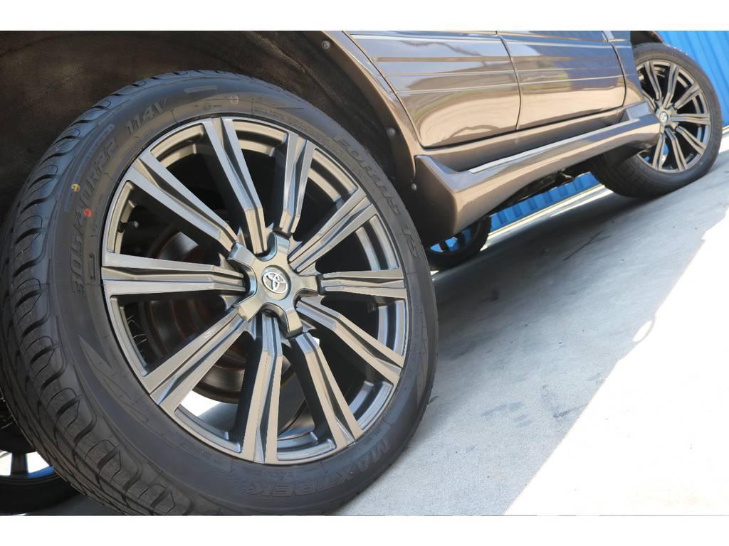 お近くにお越しの際は是非、FLEXランクル浜松店にお立ち寄りください。   トヨタ ランドクルーザー100 4.7 VXリミテッド 4WD セパンブロンズオールP 新品22AW