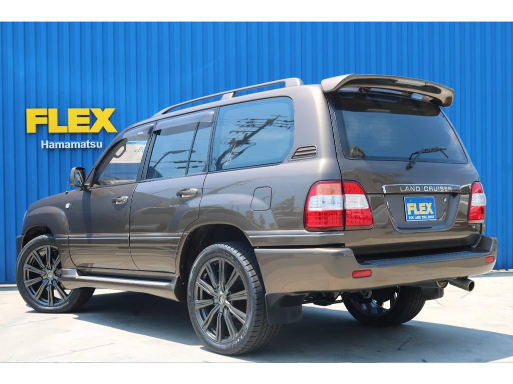 ボディはNEWペイントでセパンブロンズにオールペイント致しました。この絶妙な渋い大人カラーをお探しの方必見です!   トヨタ ランドクルーザー100 4.7 VXリミテッド 4WD セパンブロンズオールP 新品22AW
