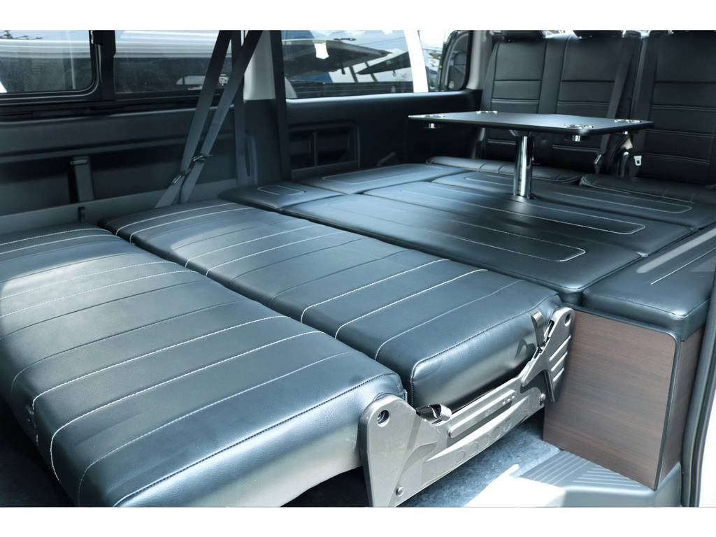 セカンドシートを倒せばフルフラット仕様で広々空間の実現☆ | トヨタ ハイエース 2.7 GL ロング ミドルルーフ TSS付フレックスオリジナルアレンジAS