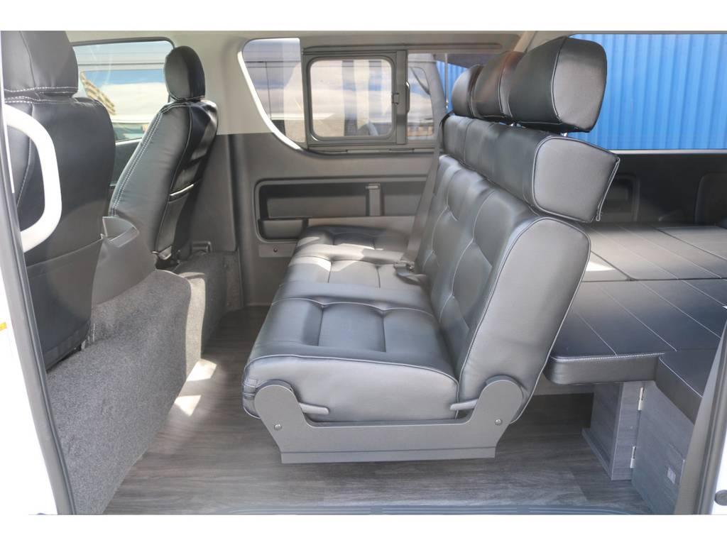 セカンドシート3人掛けシート、床張施工、フルフラット可能、対面式アレンジ可能☆