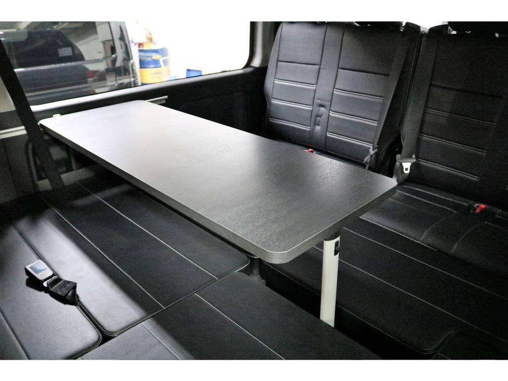 セカンドシート3人掛けシート、床張施工、フルフラット可能、対面式アレンジ可能☆嬉しいテーブル付き!!
