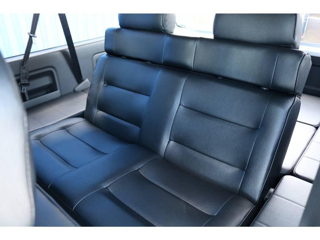 サードシート2人掛け、フラット可能☆