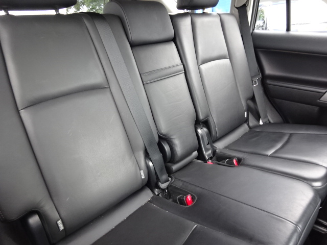 2ndシートは、大人が座ってもゆったり乗れます。