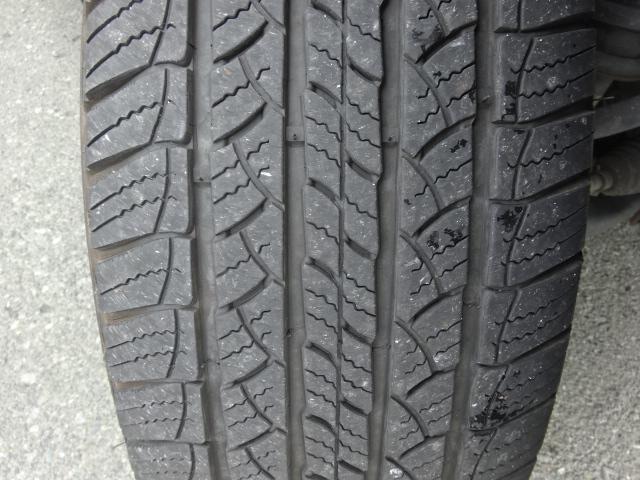 タイヤの溝もまだございます。