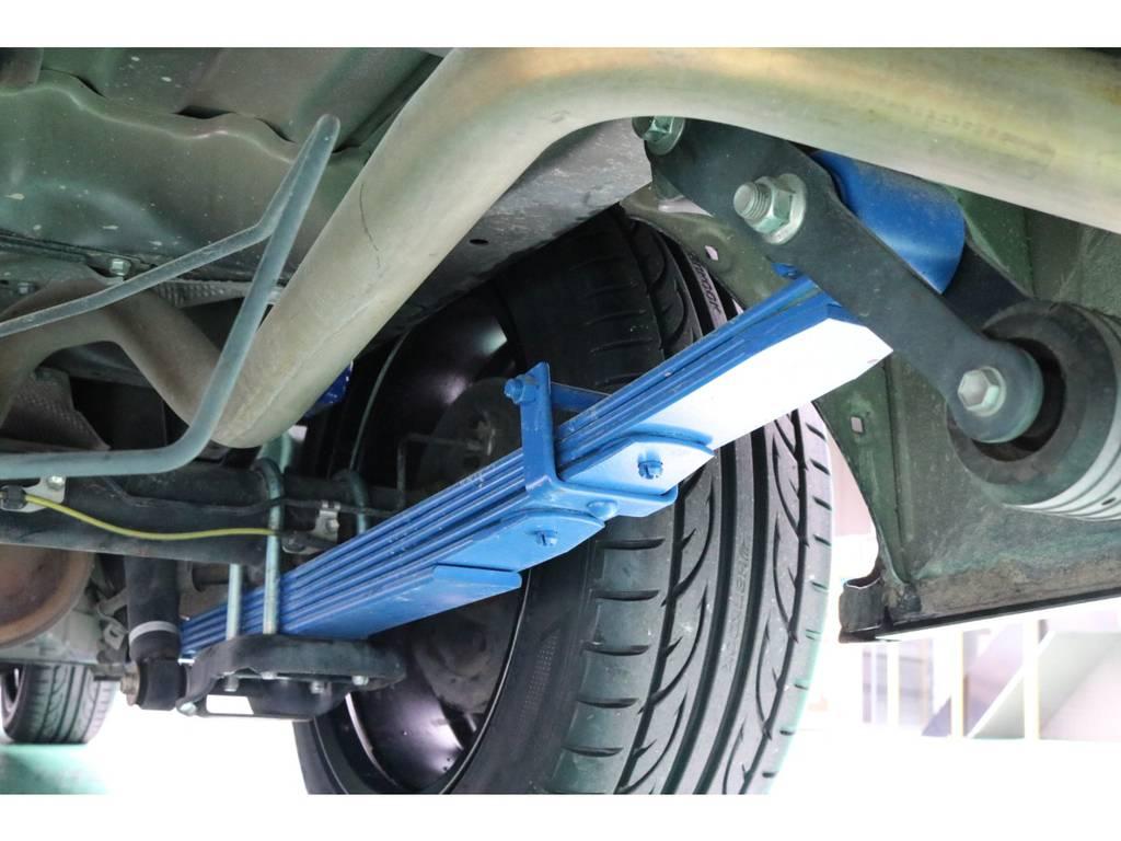 FLEXオリジナルダウンリーフスプリングを装備!   トヨタ ハイエースバン 2.0 DX ロング