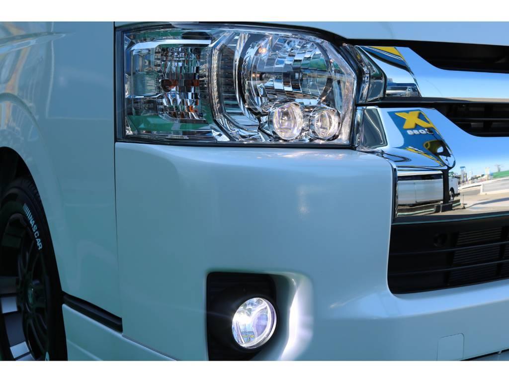 純正オプションのLEDヘッドライトに加え、FLEXアルティメットFOGバルブ装備♪