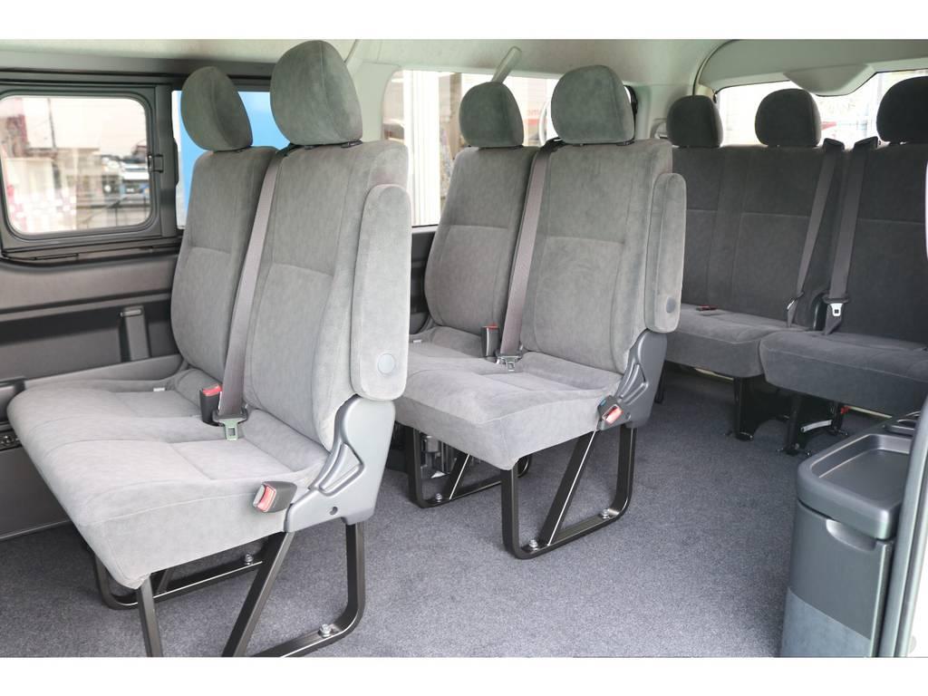 現状は純正のシートレイアウトですが、売れ筋の車中泊仕様への変更も可能でございます!