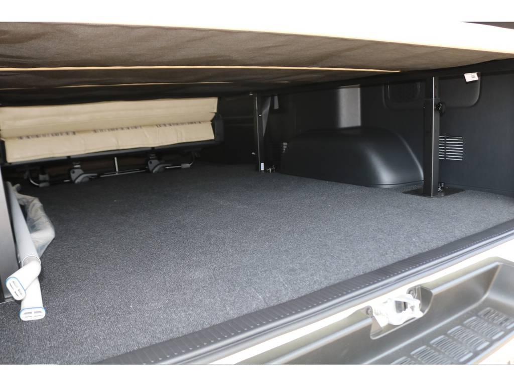 ベッドマット下の収納スペースもしっかりございます♪   トヨタ ハイエースバン 2.8 スーパーGL ワイド ロング ミドルルーフ ディーゼルターボ Renoca試乗車
