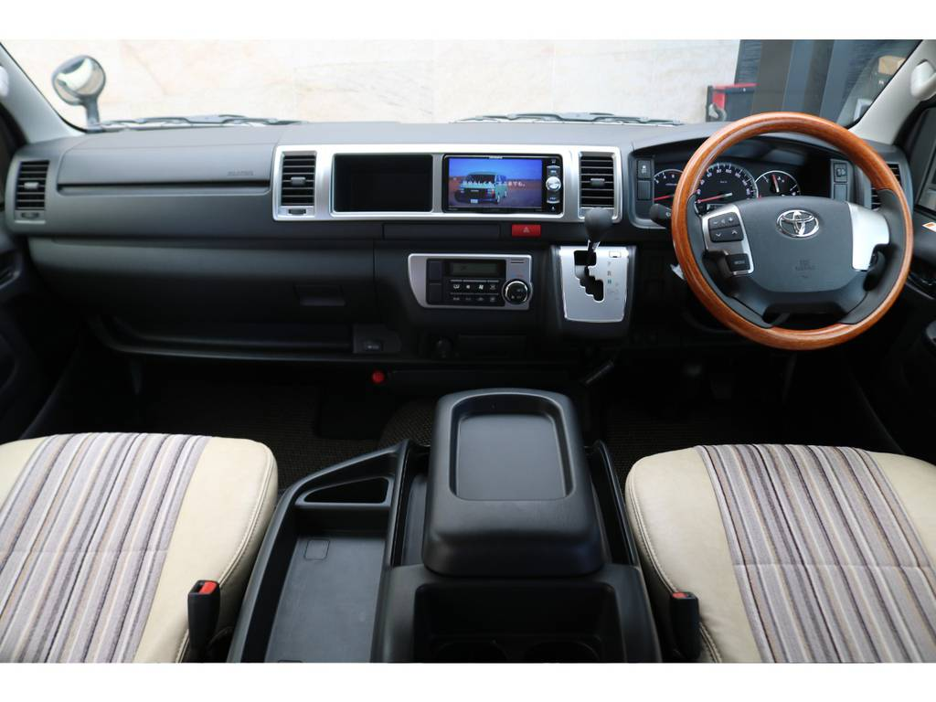 新車コックピット♪   トヨタ ハイエースバン 2.8 スーパーGL ワイド ロング ミドルルーフ ディーゼルターボ Renoca試乗車