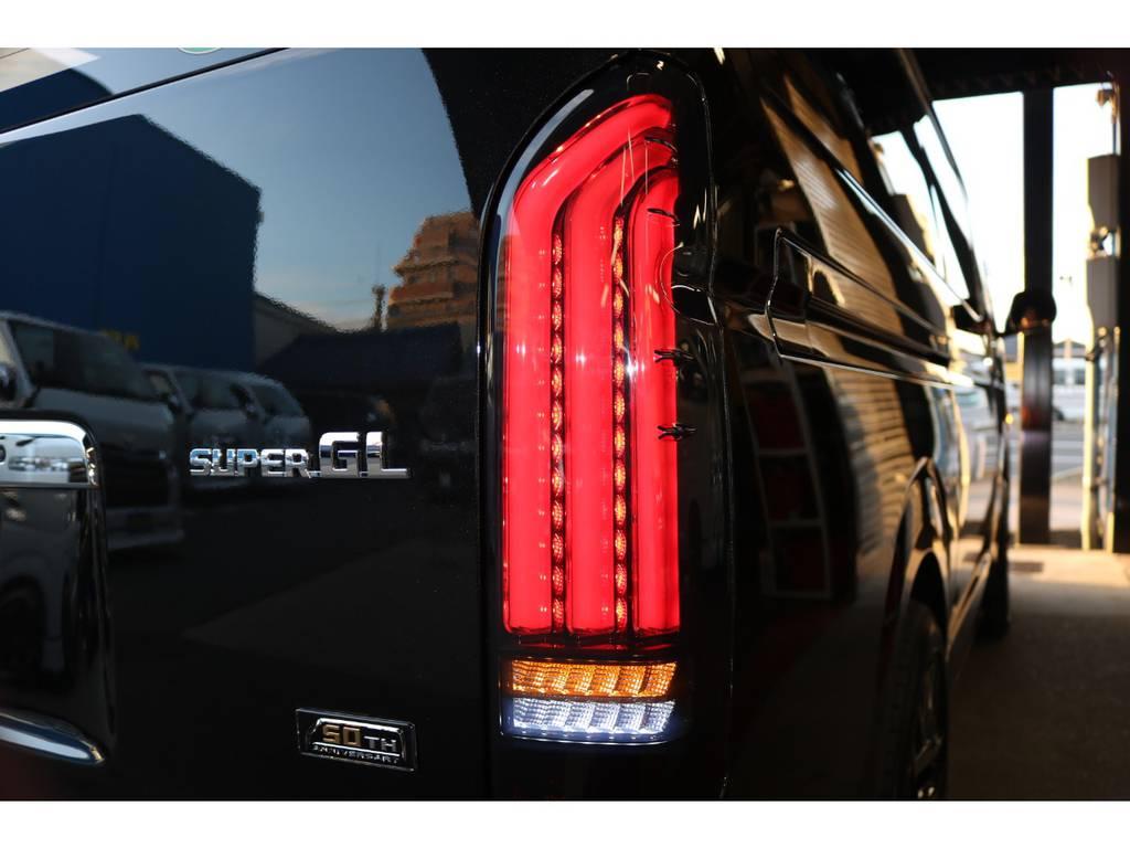 ヴァレンティREVO2テール! 流行のシーケンシャルウインカーですよ♪   トヨタ ハイエースバン 2.8 スーパーGL 50TH アニバーサリー リミテッド ロングボディ ディーゼルターボ 50TH
