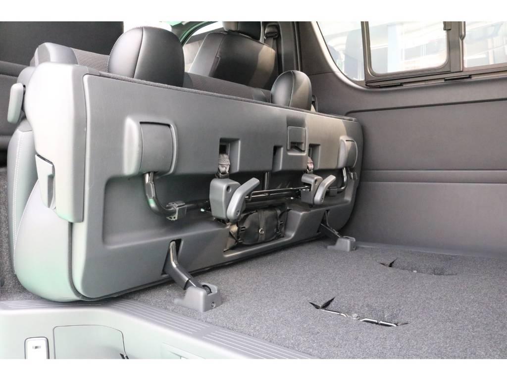 2列目シートの跳ね上げは簡単に出来ます♪ | トヨタ ハイエースバン 2.8 スーパーGL ダークプライムⅡ ロングボディ ディーゼルターボ PS無