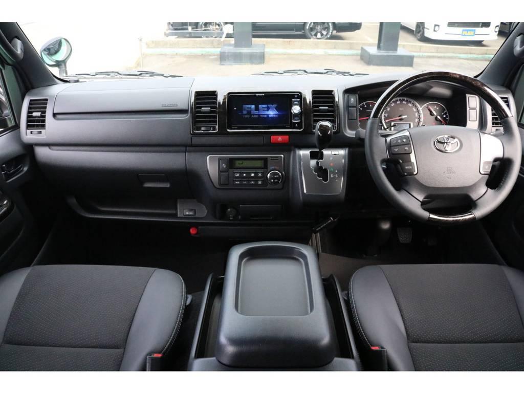 黒木目が上品な運転席まわり♪ | トヨタ ハイエースバン 2.8 スーパーGL ダークプライムⅡ ロングボディ ディーゼルターボ PS無