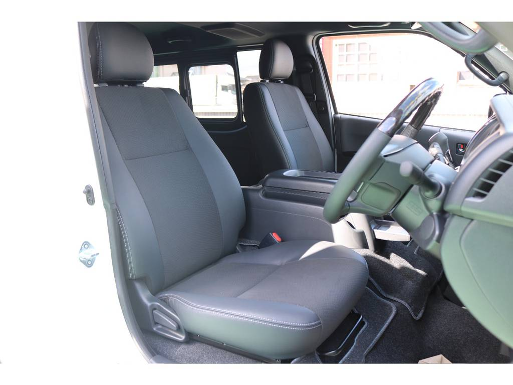 ダークプライム専用ダブルステッチシート! シートが通常グレードより上品です! | トヨタ ハイエースバン 2.8 スーパーGL ダークプライムⅡ ロングボディ ディーゼルターボ 4WD S無