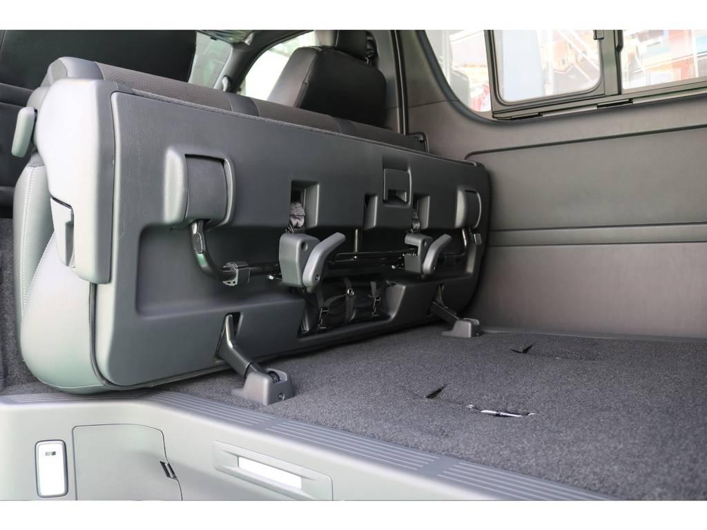 セカンドシートは簡単に折りたためます! | トヨタ ハイエースバン 2.8 スーパーGL ダークプライムⅡ ロングボディ ディーゼルターボ 4WD S無