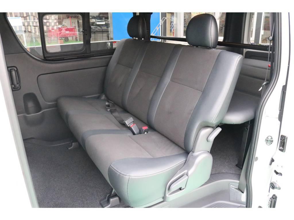 2列目は3人掛けシート♪ | トヨタ ハイエースバン 2.8 スーパーGL ダークプライムⅡ ロングボディ ディーゼルターボ 4WD PS無