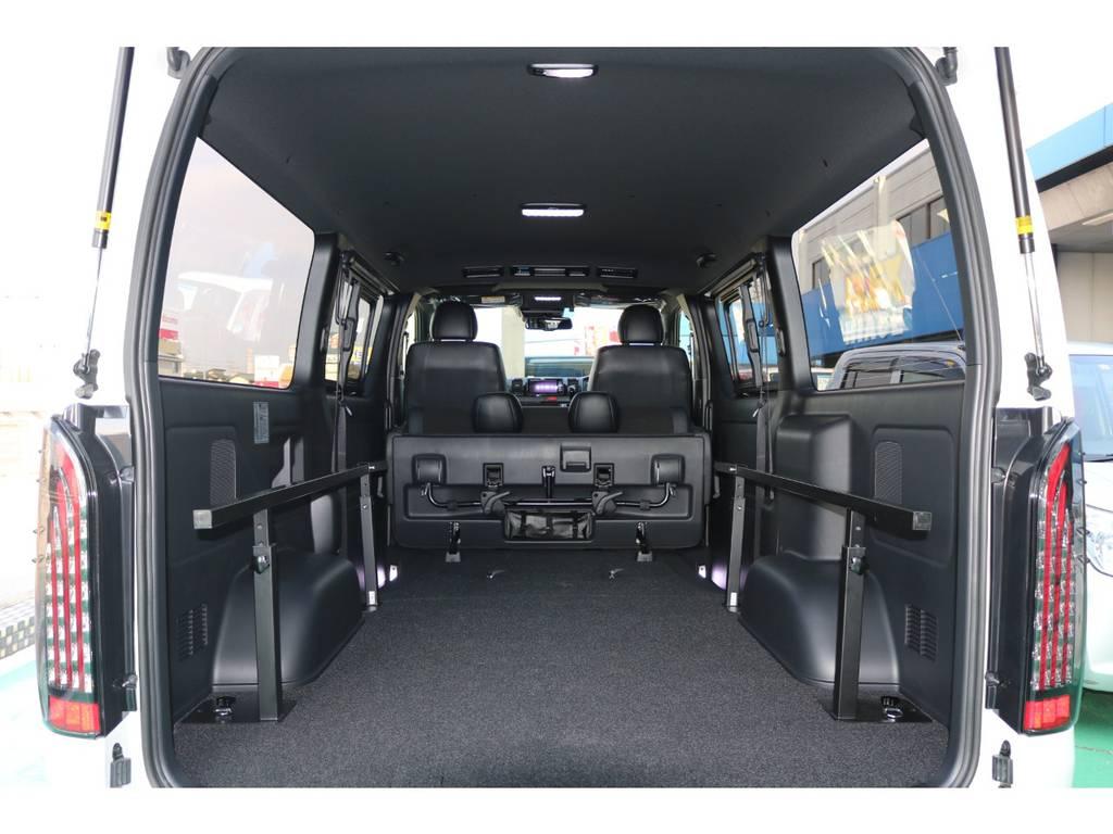 2列目シートを跳ね上げれば、更に大容量のカーゴスペースに♪ | トヨタ ハイエースバン 2.8 スーパーGL ダークプライムⅡ ロングボディ ディーゼルターボ 4WD PS無
