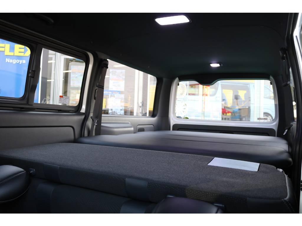 2列目シートをフルフラットにすれば、大きな寝室に♪ | トヨタ ハイエースバン 2.8 スーパーGL ダークプライムⅡ ロングボディ ディーゼルターボ 4WD PS無
