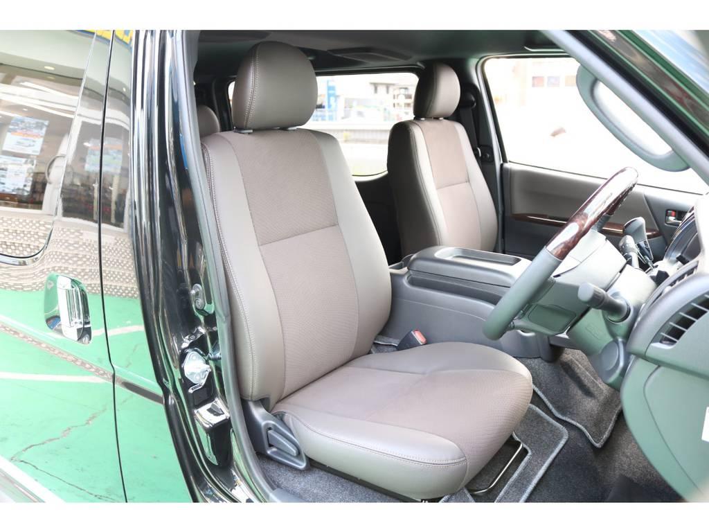 全席ハーフレザーシート♪ | トヨタ ハイエースバン 2.8 スーパーGL 50TH アニバーサリー リミテッド ロングボディ ディーゼルターボ 4WD 50TH