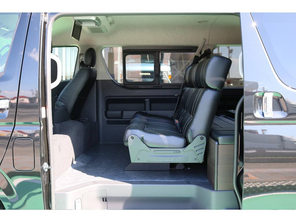 2列目は3人掛けシートです♪ | トヨタ ハイエース 2.7 GL ロング ミドルルーフ 4WD TSS付アレンジAS