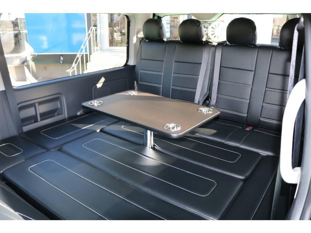 取り外し可能なテーブルが付いていますので非常に便利です | トヨタ ハイエース 2.7 GL ロング ミドルルーフ 4WD TSS付アレンジAS