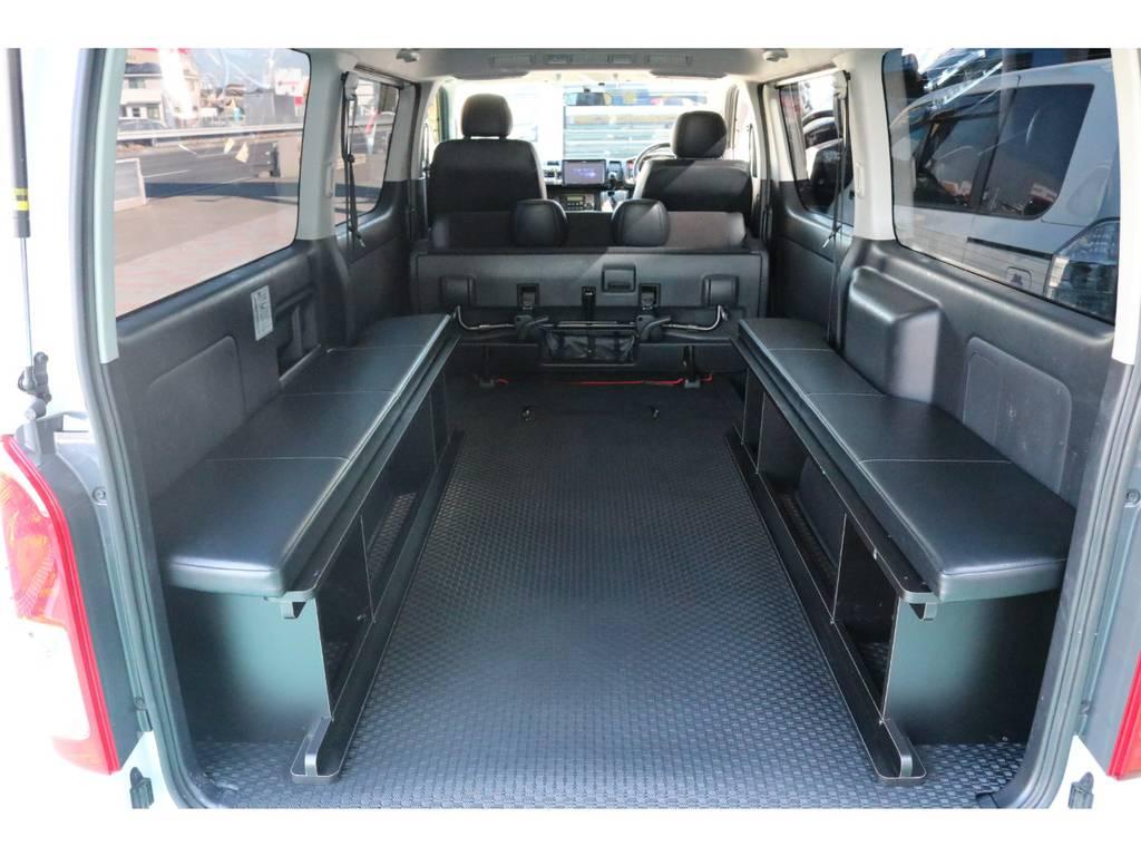 2列目シートを跳ね上げて頂ければ、更に大きな荷室に! | トヨタ ハイエースバン 3.0 スーパーGL  ダークプライム ロングボディ ディーゼルターボ