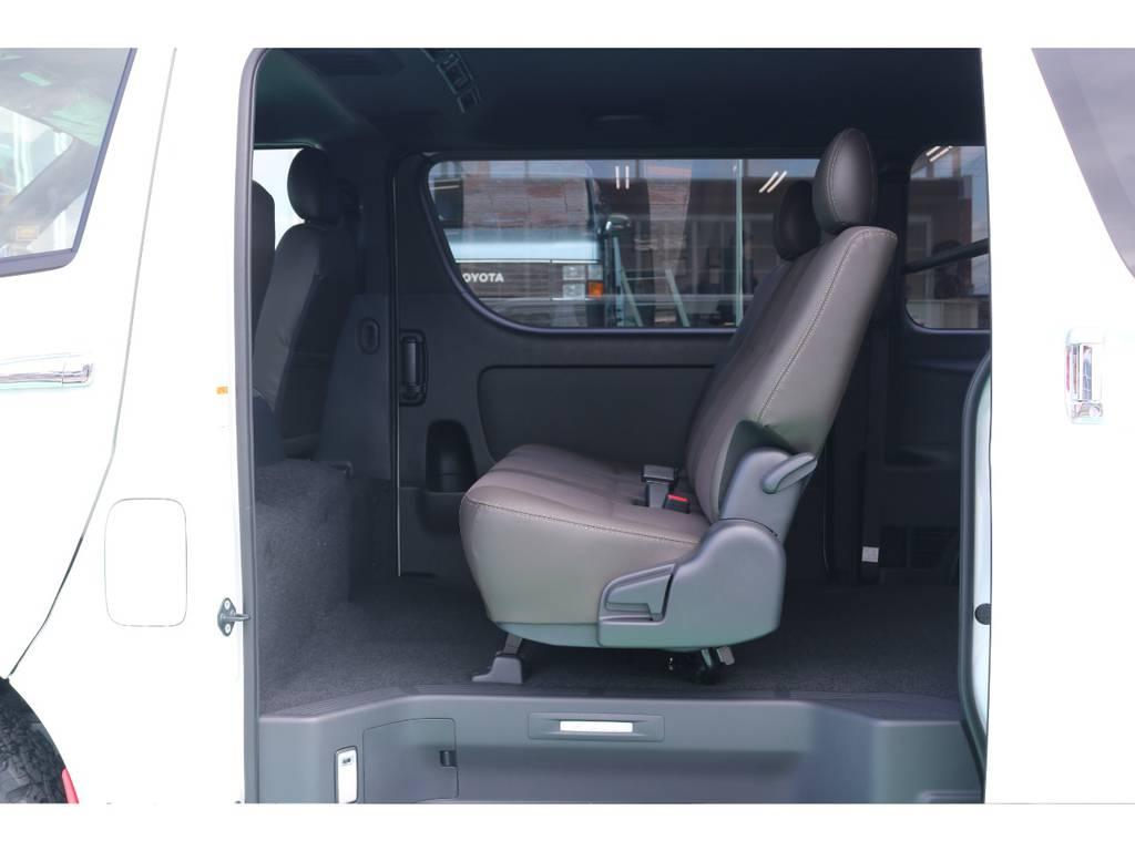 セカンドシートは3人定員♪ | トヨタ ハイエースバン 2.8 スーパーGL 50TH アニバーサリー リミテッド ロングボディ ディーゼルターボ 4WD 50TH