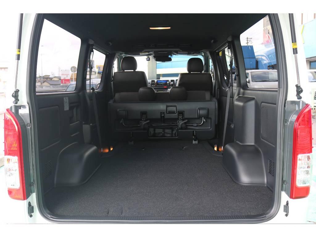 シートを倒すと荷室が更に広がります!! | トヨタ ハイエースバン 2.8 スーパーGL 50TH アニバーサリー リミテッド ロングボディ ディーゼルターボ 4WD 50TH