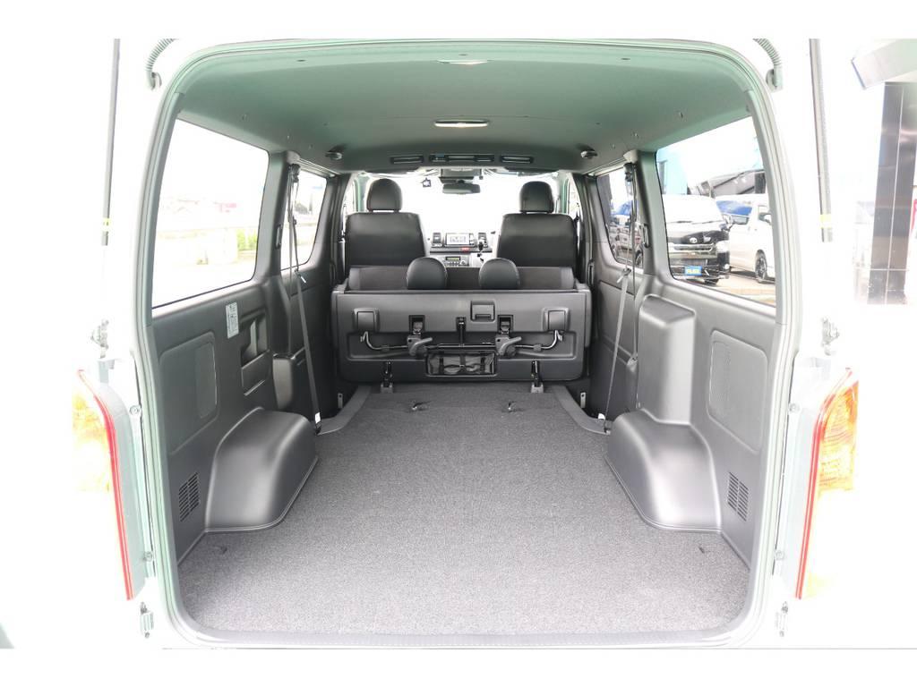 セカンドシートを折りたたむと更に荷室が広がります!! | トヨタ ハイエースバン 2.8 スーパーGL ダークプライムⅡ ロングボディ ディーゼルターボ