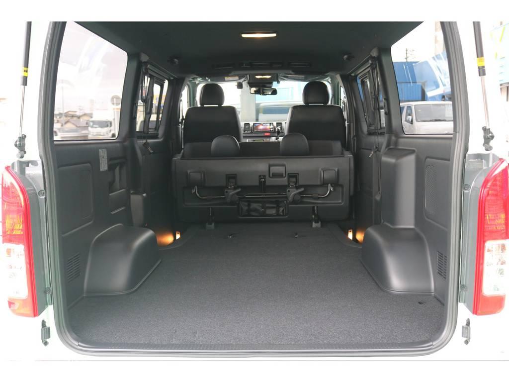 セカンドシート跳ね上げでさらに広いラゲッジスペースが確保出来ます! | トヨタ ハイエースバン 2.8 スーパーGL ダークプライムⅡ ロングボディ ディーゼルターボ 4WD