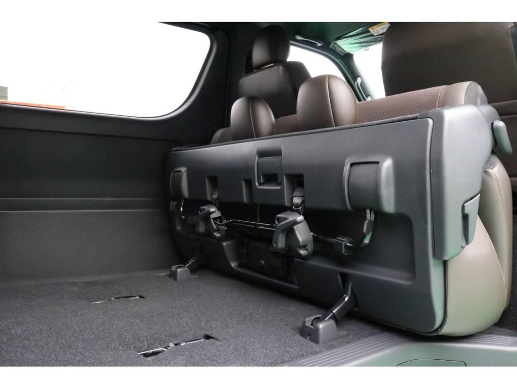 セカンドシートは前方に跳ね上げする事ができます! | トヨタ ハイエースバン 2.8 スーパーGL 50TH アニバーサリー リミテッド ロングボディ ディーゼルターボ 4WD 50TH