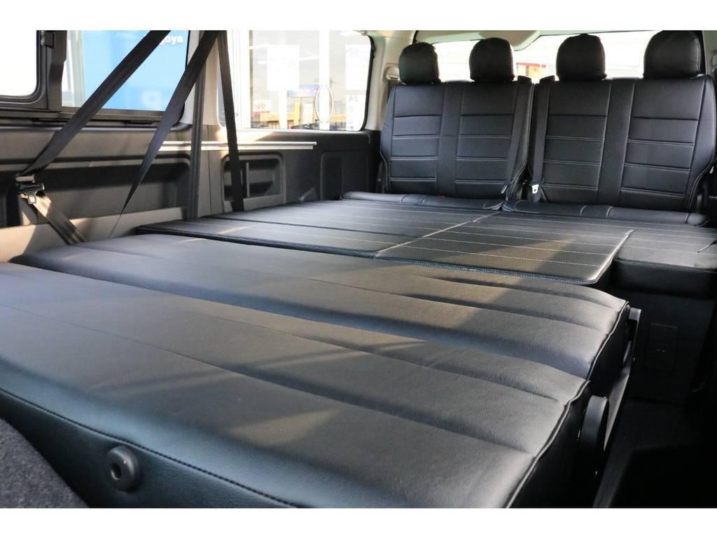 2列目をフルフラットにすれば、広々としたベットスペースに♪ | トヨタ ハイエース 2.7 GL ロング ミドルルーフ TSS付 Ver.2内装仮装