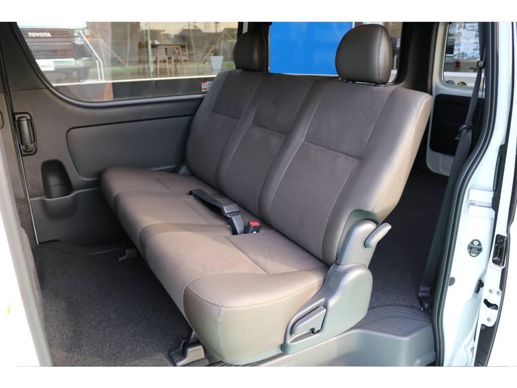 リアシートも特別仕様のシートですので快適にドライブ頂けます!   トヨタ ハイエースバン 2.8 スーパーGL 50TH アニバーサリー リミテッド ロングボディ ディーゼルターボ 50TH