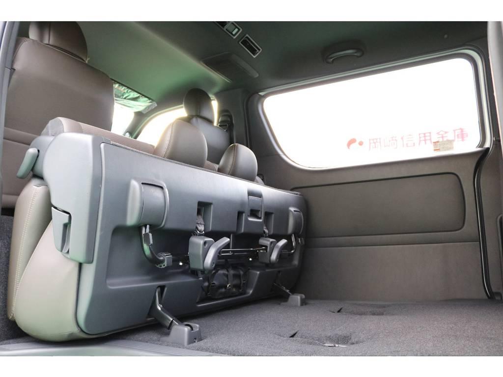 セカンドシートは跳ね上げ可能となっております!   トヨタ ハイエースバン 2.8 スーパーGL 50TH アニバーサリー リミテッド ロングボディ ディーゼルターボ 50TH