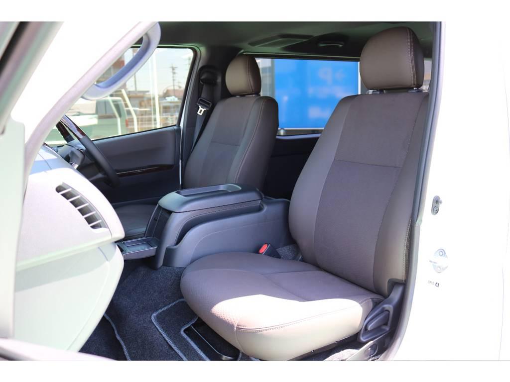 ハーフレザーでブラウンカラーのシートになっております♪ | トヨタ ハイエースバン 2.0 スーパーGL 50TH アニバーサリー リミテッド ロングボディ 50TH