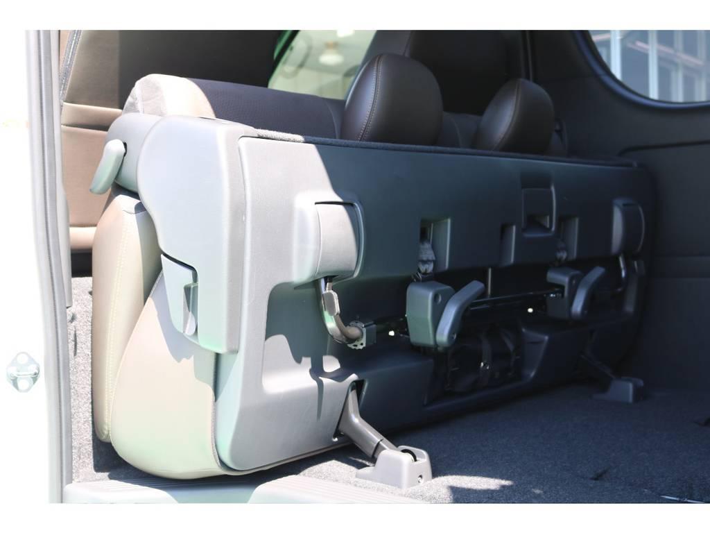 セカンドシートの跳ね上げで大きな荷物や長い荷物も積めちゃいます! | トヨタ ハイエースバン 2.0 スーパーGL 50TH アニバーサリー リミテッド ロングボディ 50TH