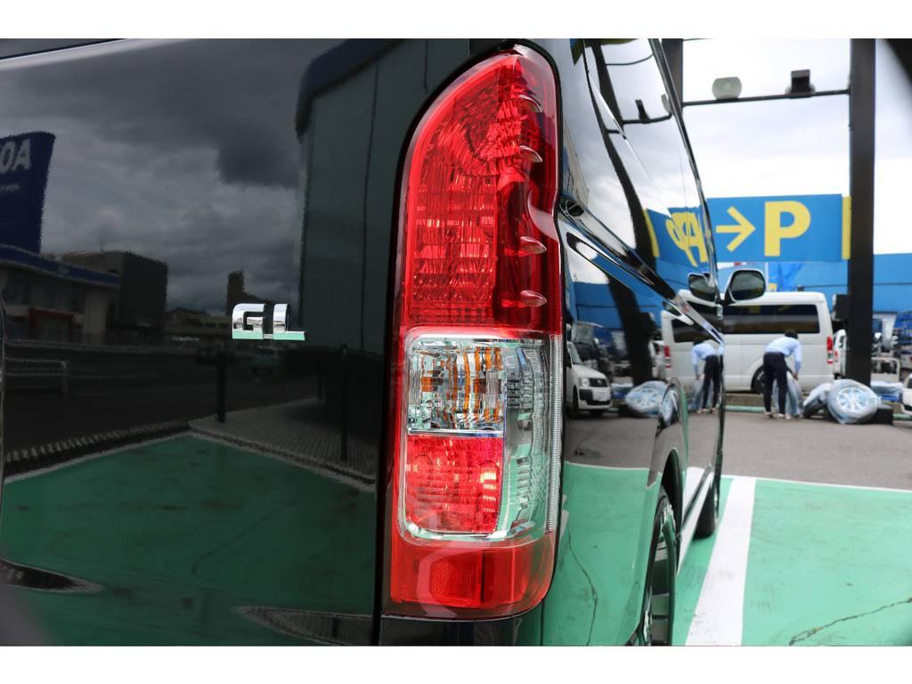 寒冷地仕様のテールランプにはバックフォグ機能が付いております!   トヨタ ハイエース 2.7 GL ロング ミドルルーフ 4WD FLEXカスタム下取り直販