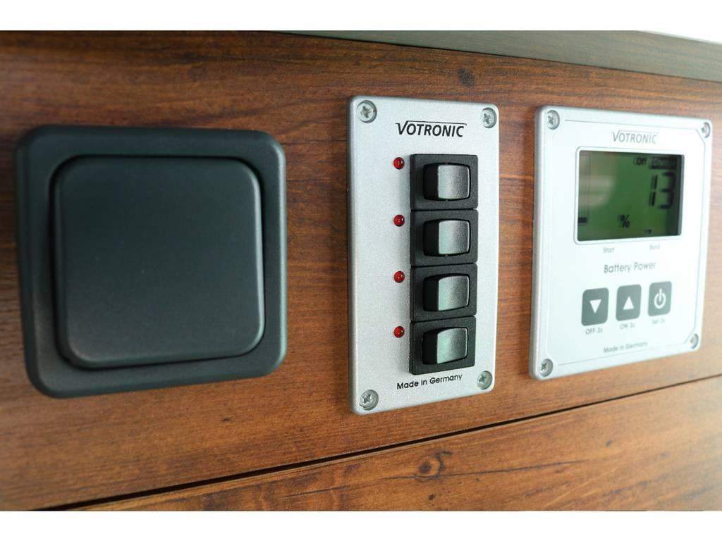 室内灯などのスイッチはまとめられており使い勝手がいいです!