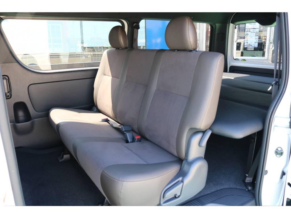 セカンドシートもハーフレザーで後部座席の方も快適にドライブして頂けます!