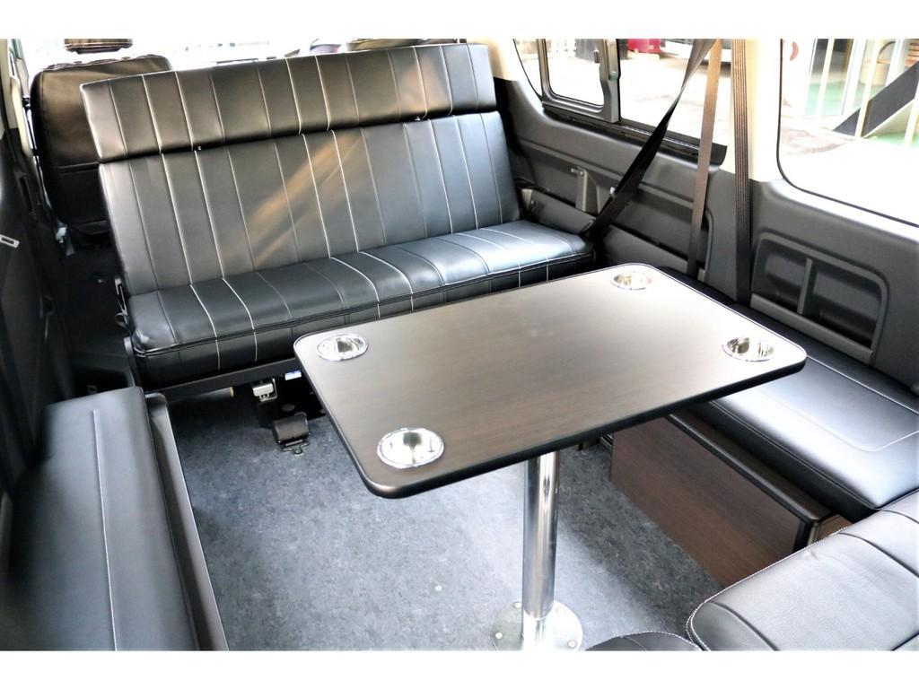 脱着可能なテーブルが付いておりますので車内でお食事等楽しんで頂けます!