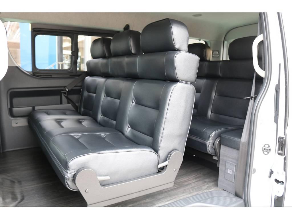 セカンドシート・サードシートは足元も広く快適にお乗り頂けます♪