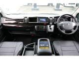 ハイエースは運転席からの目線が高く非常に運転がしやすいです!
