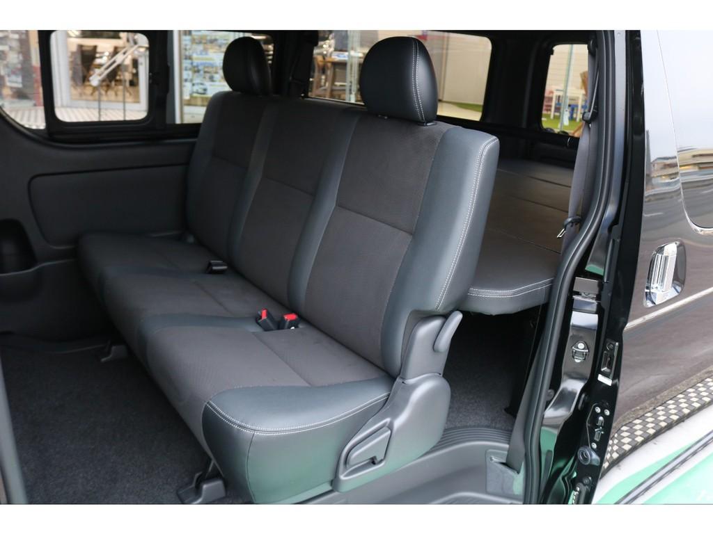 セカンドシートの足元は広く後部座席の方も快適にお乗り頂けます!