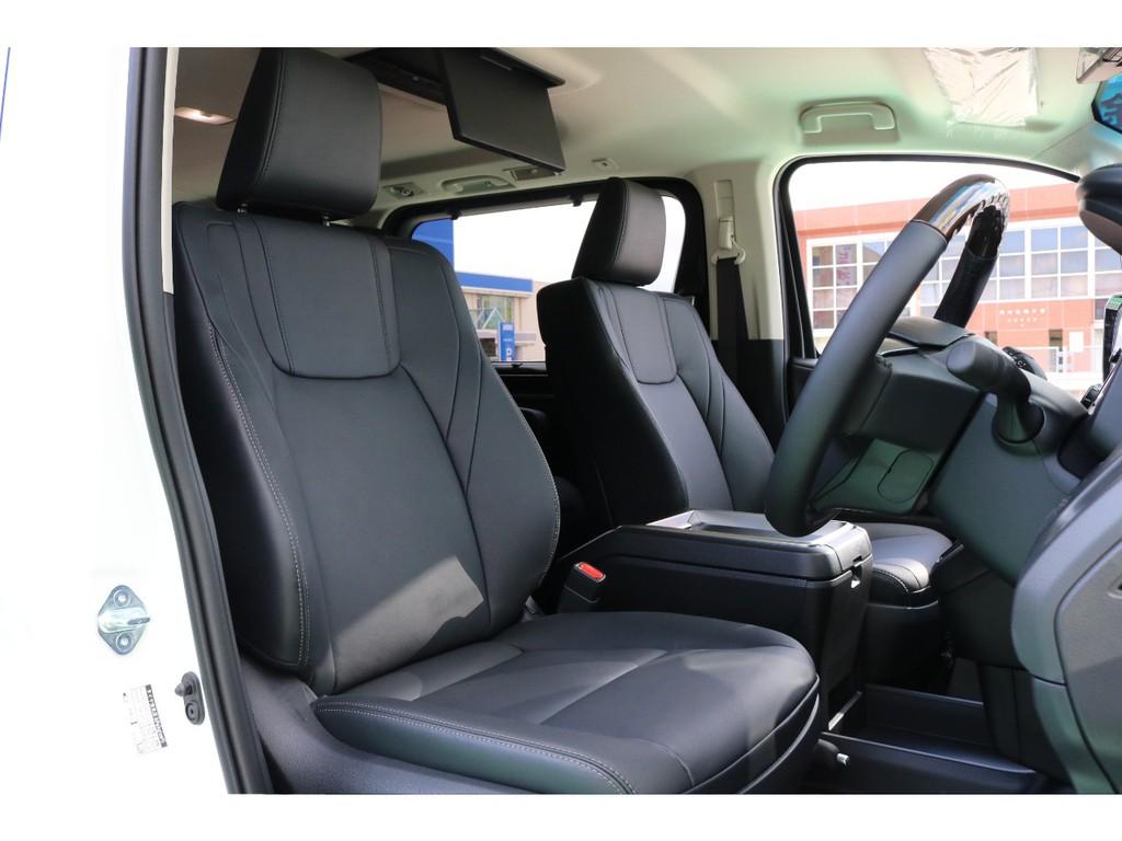 フロントシートはスイッチ操作でシートポジションを自在に操作して頂けます