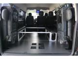 車中泊等にもお使い頂ける内装カスタムとなっております!