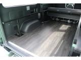 6型新車ハイエースにも当店では既に床張り施工済み、社内のお手入れが楽々!