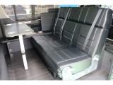 セカンドシートは3人掛けシートなります!フルフラット・対面シートと様々なシチュエーションで使っていただけるアレンジとなります!
